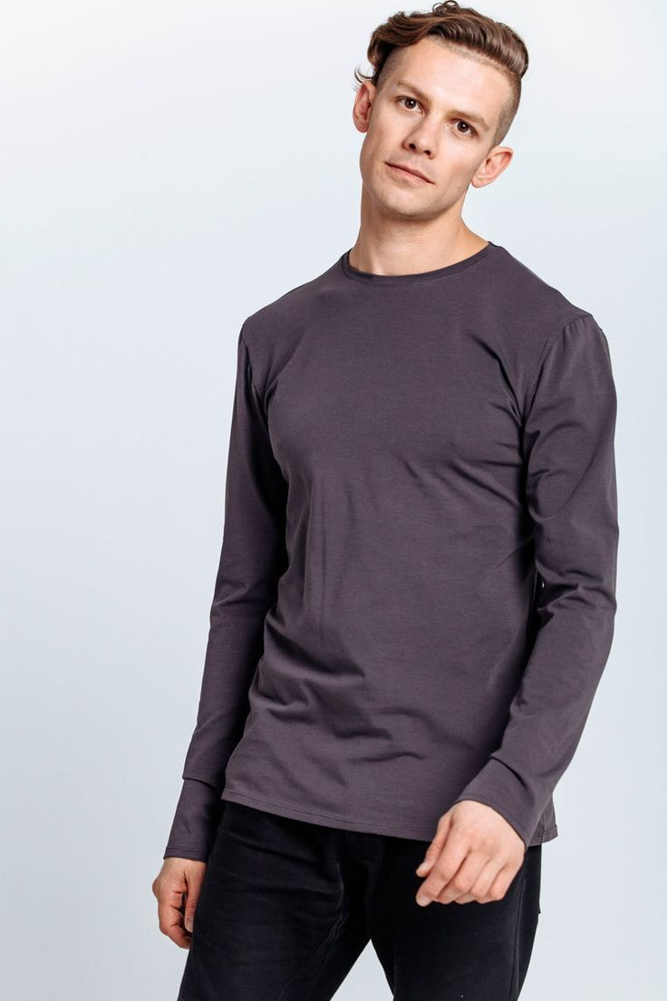 T-shirt made of gray jersey. Long sleeves, round neckline.   #mariashi #fashion #nofilter #outfit #outfitoftheday #outfits #outfitpost #clothes #fashionista #fashiondesigner #shopping