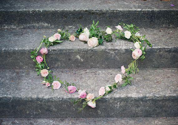 : Flower Heart, Dresses Inspiration, Heart Garlands, Rose Heart, Heart Wreaths, Floral Heart, Flower Perfect, Events Design, Rose Wreaths