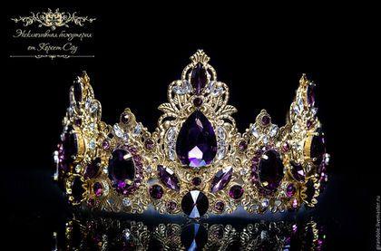 Купить или заказать Тиара-корона для волос 'Золотой Век'  в стиле D & G золотой ободок в интернет-магазине на Ярмарке Мастеров. Представляю Вашему вниманию эксклюзивную тиару-корону ювелирной работы «Золотой век», выполненную в стиле DOLCE & GABBANA. Тиара уникальна, как и все украшения от КОРСЕТ-City. Она выполнена в романтической, фэнтези-тематике в единственном экземпляре – точное повторение этого украшения невозможно. Тиара изготовлена из позолоченной филиграни методом пай...