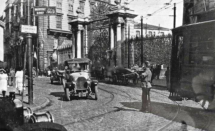 1920 GALATASARAY ( İşgal yılları ) SAĞ TARAF LİSE KAPISI