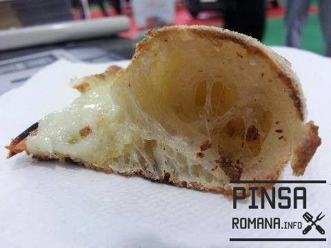 Alveoli Pizza, farina Pinsa Romana.