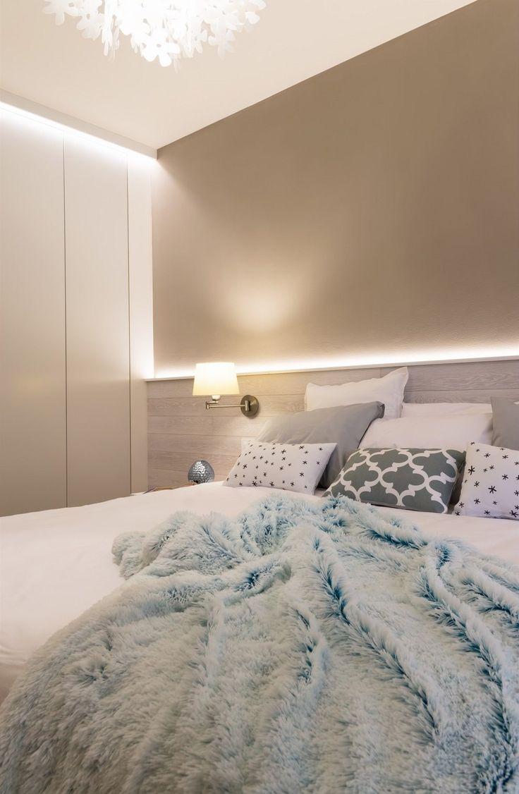 Světlé odstíny béžové a kávové se opakují v celém bytě.
