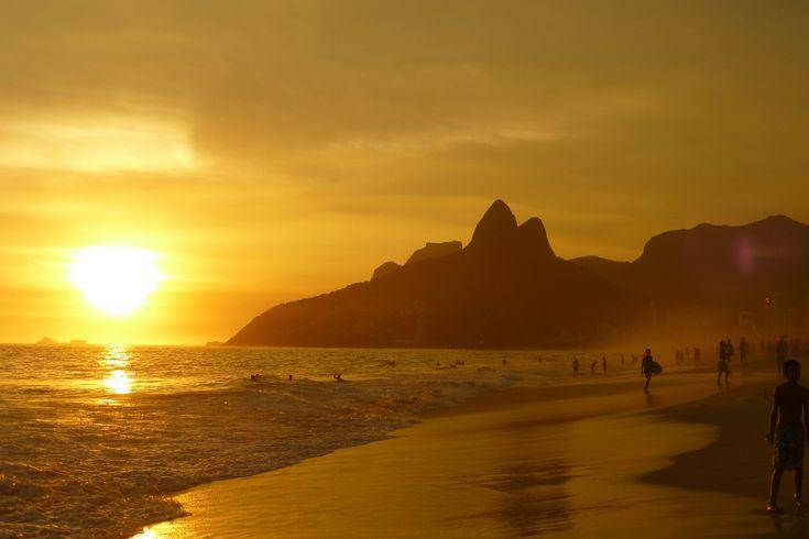 Rejoignez Crédit Agricole Brasil DTVM et profitez pendant vos weekends de la plage de Copacabana !