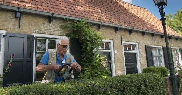 Veel onbegrip over boete voor afbetaald huis. Het voornemen van nieuwe kabinet om mensen weer te belasten voor de eigen woning als hypotheekschuld is afbetaald, jaagt deze groep op fikse kosten. Vooral gepensioneerden worden erdoor geraakt. Peet Vogels  10-10-17. Rutte III hoopt een miljard euro op te halen met de lastenverzwaring voor huizenbezitters Ongeveer een miljoen huizenbezitters moeten gaan betalen door deze maatregelen. Per huishouden betekent dat gemiddeld 1.000 euro extra per…