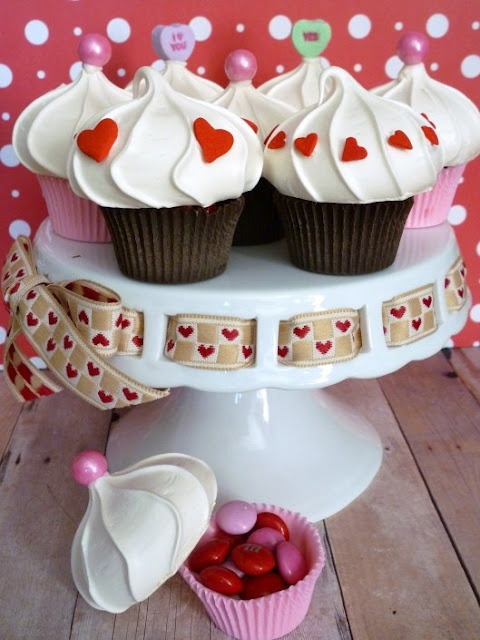 Oh My! They look like a cupcake but they're not. They are an edible cupcake box-Check out the tutorial-So adorable!