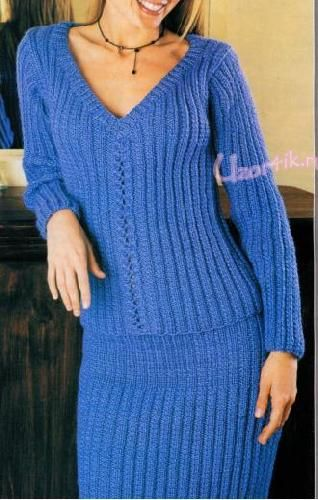 Вязаный пуловер и юбка