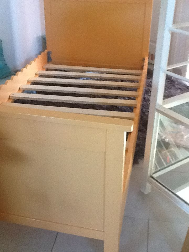 petite annonce gratuite vente vends lit evolutif enfant http le petites annonces. Black Bedroom Furniture Sets. Home Design Ideas