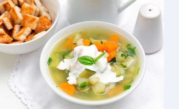 Lekka zupa z cukinią i grzankami. Pysznie na wiosnę! #intermarche #cukinia #przepisy #zupa