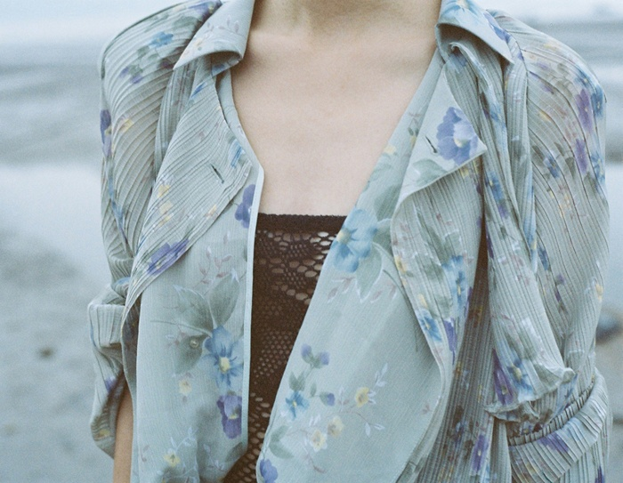 Light layersFloral Tops, Inspiration, Design Interiors, Graphics Design, Fashion Photography, Blue Flower, Trench Coats, Floral Trench, Flower Pattern