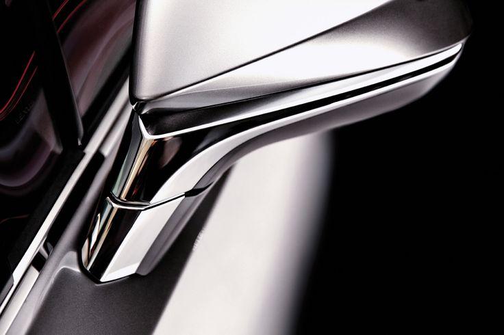 다소 낯설고 놀랍기까지 한 NX 300h 의 첫인상은 세단처럼 보이기도 하지만 공격적일 정도로 젊고 강한 느낌이다.   Lexus i-Magazine 다운로드 ▶ www.lexus.co.kr/magazine #Lexus #Magazine #NX300h #NX #surface