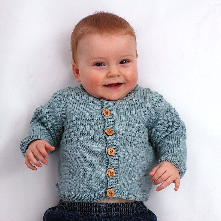 011 Babycardigan med sømandsmønster <br>Str. 0- 3år
