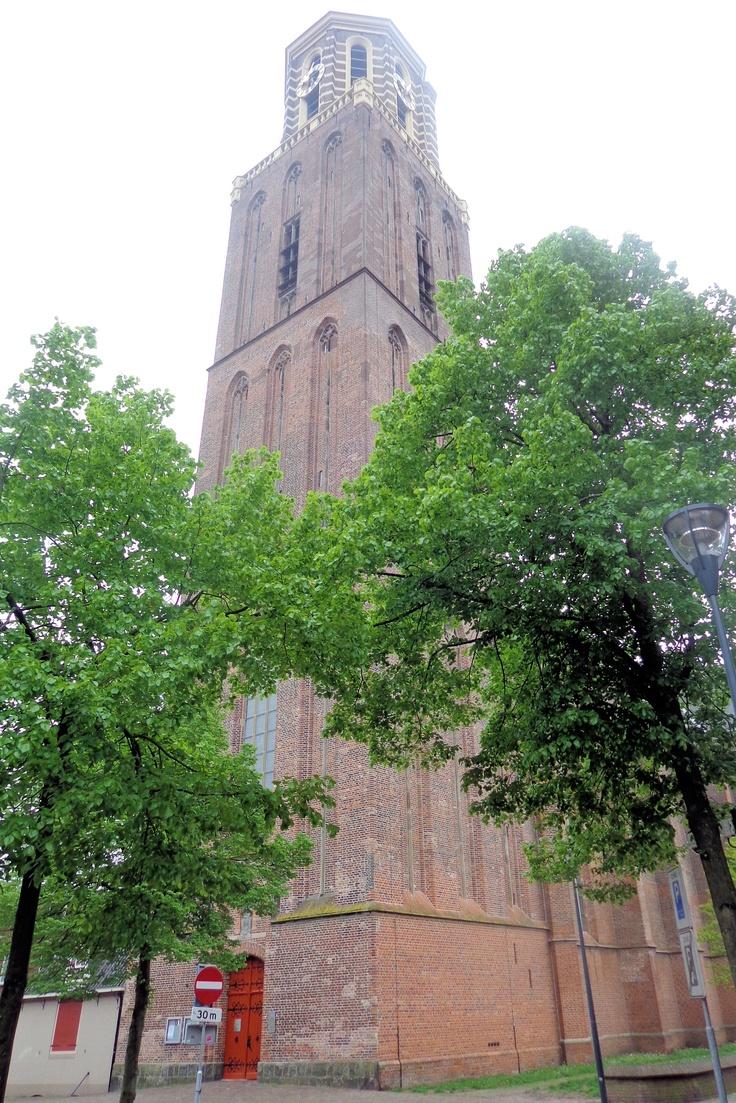 In 1394 wordt met de opbrengst van de nalatenschap van Gerardus van Spoelde begonnen met de bouw van een kapel ter ere van Onze Lieve Vrouw. De bouw naar een ontwerp van Berend van Coblenz, zal duren tot 1484, wanneer ook de toren gereed is en er zes klokken in worden geplaatst.