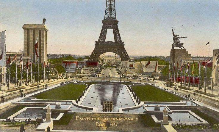 A l'Exposition universelle de Paris en 1937, les pavillons de l'Union Soviétique et de l'Allemagne Nazi furent placés de façon provocante. - SCMB Images
