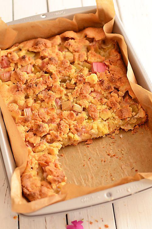 Kruche ciasto z rabarbarem i marcepanem w rustykalnym stylu :)