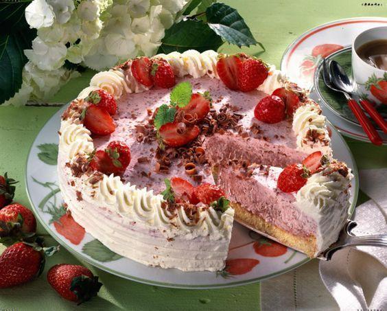 Unser beliebtes Rezept für Erdbeersahne-Torte und mehr als 55.000 weitere kostenlose Rezepte auf LECKER.de.