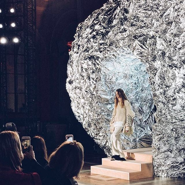 Silver inspiration!  Reposting @jenniferjwei amazing shot of the Sonia Rykiel fashion show at Paris Fashion Week. How beautiful is the silver heart sculpture, what an entrance!