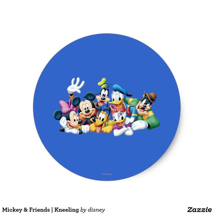 Mickey friends kneeling classic round sticker