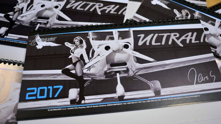 Desk calendar 2017 Favourite desk calendar, edition 2017 in black - white colours. Dimensions: 15 x 30 cm