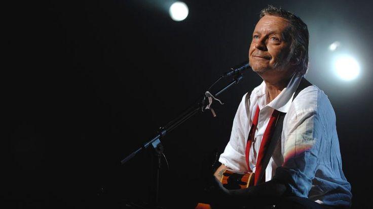 Selon RTL, le chanteur prépare un disque de reprises de ses propres chansons qui devrait paraître avant l'été. Nolwenn Leroy, Thomas Dutronc et d'autres artistes français ont collaboré au projet.     Il redonne enfin signe de vie. Son dernier album remonte à 2006. Depuis, Renaud est resté en retrait de la scène française.