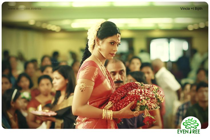#Bride #CandidPhotogrphy #WeddingPlannerKerala #WeddingPhotographyKerala #EventreeWeddings #HinduWedding #WeddingCandid  www.eventree.events