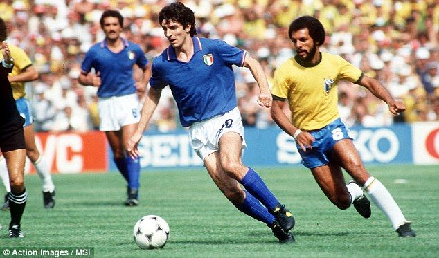 Paolo Rossi. Su duelo por el goleador del mundial con Rummenigge en España 82 lo convirtió en mi primer ídolo del fútbol. Luego aparecerían Diego, Zizou, Bati y el genio Dennis Bergkamp.
