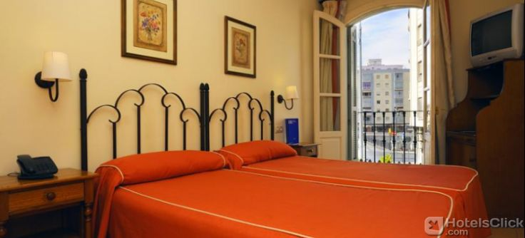 Located in #Malaga, Hotel Tribuna enjoys an excellent position in the city centre close to the Málaga Cathedral, the Carmen Thyssen Museum and the Picasso Museum. Rooms are fully equipped. At the Barbacana restaurant, guests can taste Spanish specialties.  https://www.hotelsclick.com/hotels/spain/malaga-costa-del-sol/25178/hotel-tribuna.html