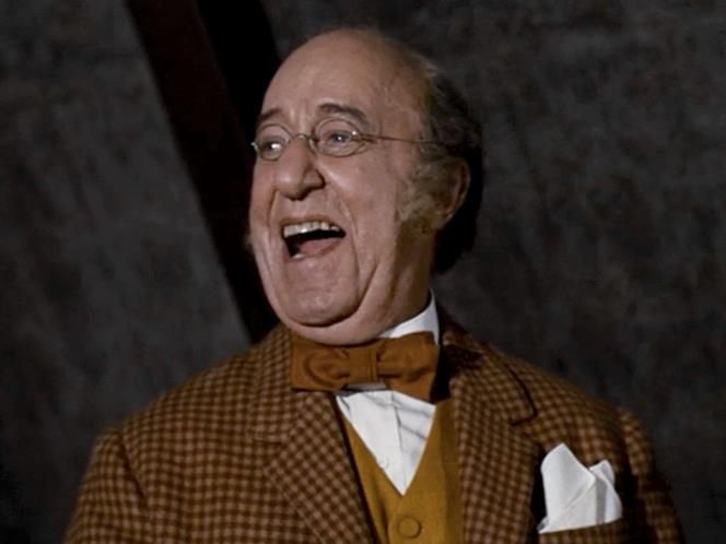 Edd Wynn (Uncle Albert) Wynn took on the role of the jolliest, portliest gentleman there ever was, whose uncontrollable laughter caused him to float to the ceiling.