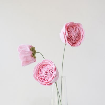 Make a gorgeous cabbage rose out of felt with this tutorial!