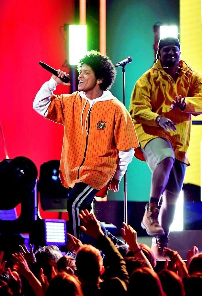 Wallpaper Bruno Mars Performance Of Finesse Bruno Mars Bruno Mars Performance Bruno