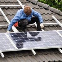 Energie solaire, pourquoi installer des panneaux chez vous? : http://www.maisonentravaux.fr/toiture-couverture/panneaux-solaires/tout-savoir-installation-panneaux-solaires/ #solaire