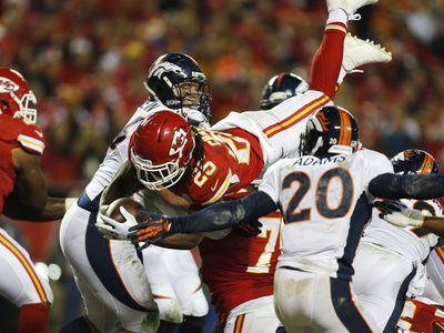 Jamaal Charles (25) dives to the end zone for a touchdown ...