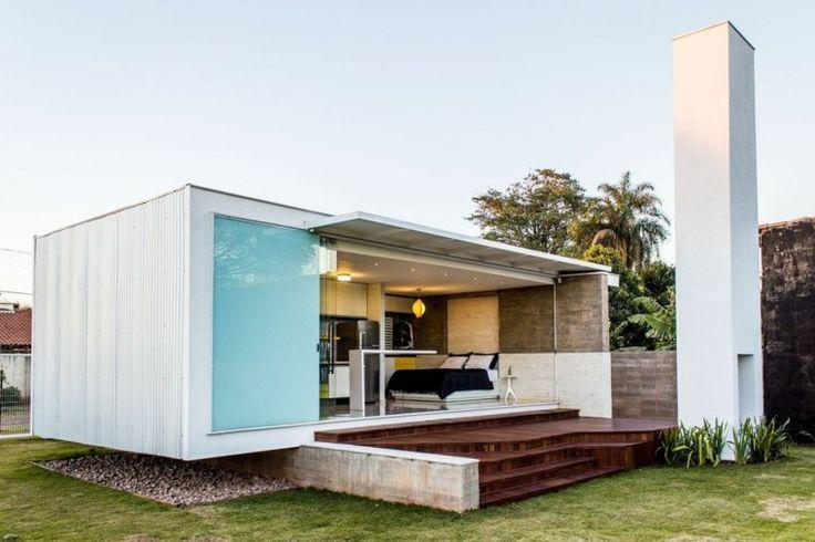 módulo de casa moderna con chimenea exterior