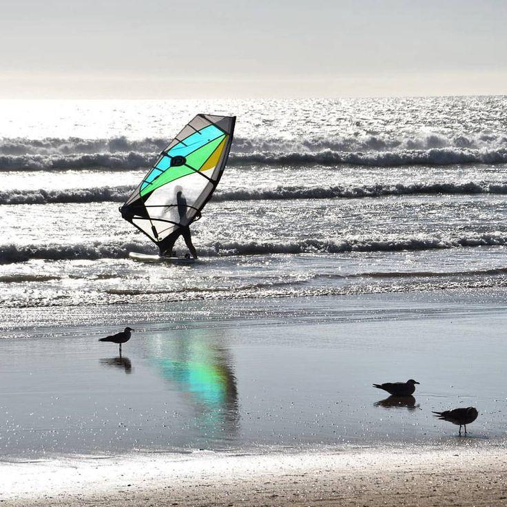 #portugal #lisbon #costacaparica #beach #chillout #colors #ocean #intatravel #travelgram #windsurfing #travel #sport #erasmus #erasmuslife (at Costa De Caparica, Setubal, Portugal)