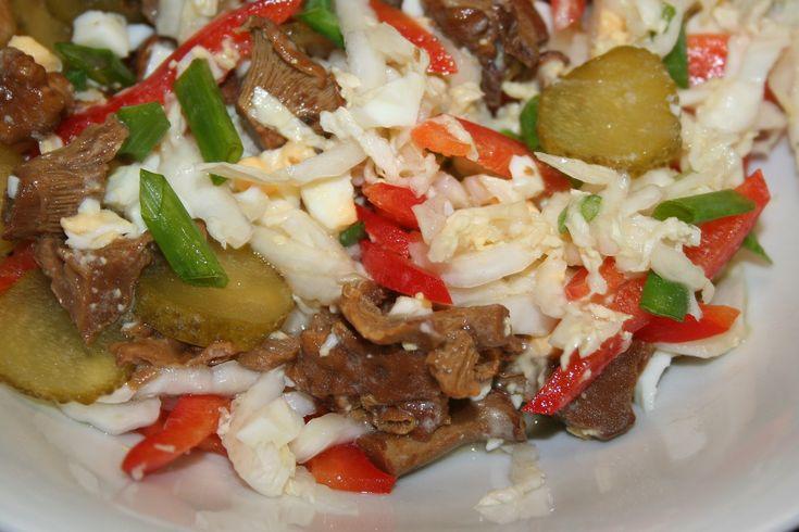 salát z čínského zelí s houbami(hořčice,ster.okurky,paprika)