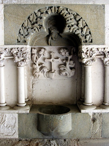 Holy water - Chiostro della Basilica di Sant'Andrea (Vercelli)