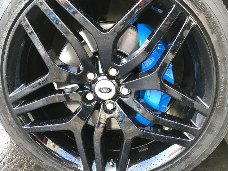 Refurbished Rangerover alloys done in gloss black with complimentary 6 pot brake callipers re-done in blue and hubs done in gloss black. Pity we couldn't hold back the rain long enough to get a picture but hey. Altogether a much cleaner package and transforms the vehicle. 028 3834 3724.