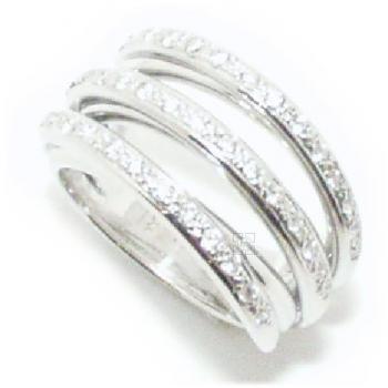 RG0402 ring  met 3 beetje scheve rijen met gezet met briljant geslepen diamanten