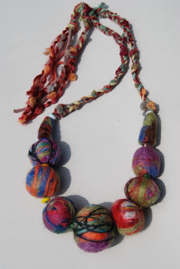 love this felt necklace!