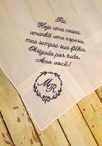 Esse lenço é uma delicada lembrança para presentear pais,mães e madrinhas no dia do seu casamento.