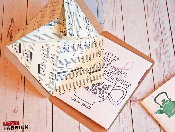 Maak zelf een boekje en gebruik zelfgemaakte envelopjes als bladzijdes! Klik voor een beschrijving door naar dit blogje!