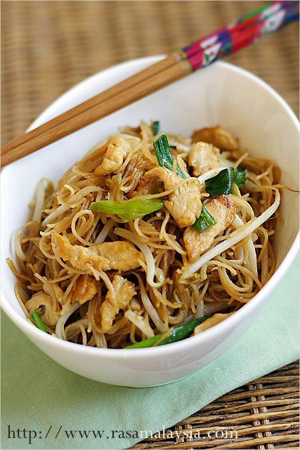 "Fried Rice Vermicelli/Rice Sticks/Rice Noodles Recipe (炒米粉): Here is a easy noodle dish to wipe up for Luna New Years celebration. For this fried rice sticks with chicken recipe, I used the simplest of ingredients–chicken, rice sticks, and bean sprouts (which lend a ""crunchy"" texture and a refreshing taste to this dish)."