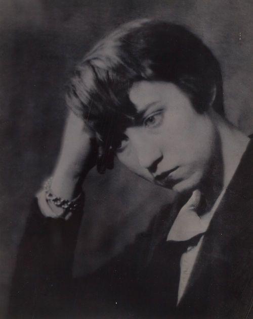realityayslum:    Portrait of Berenice Abbott by Man Ray, Paris, 1924.  … via Heritage Auctions
