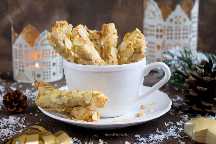 Rezept für leckere Mandel-Stängli, leckere Plätzchen für Weihnachten. Mit gemahlenen Mandeln, Mandelblättchen und Marzipan.