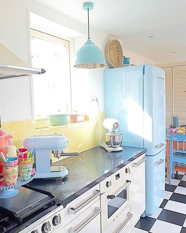 30 Lovely Retro Kitchen Ideas To Decorate Even On A Budget Small Space Kitchen Retro Kitchen Kitchen Decor