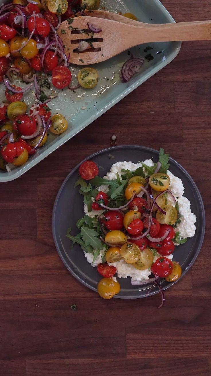 Bunter Tomatensalat auf körnigem Frischkäse   – Gesunde Rezept-Videos