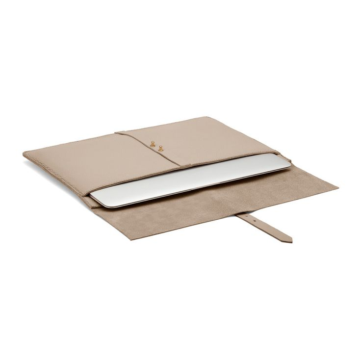 Transport your laptop down to the local cafe or up to a top-floor boardroom secure in the knowledge that your computer is safe and sound and you simultaneously look professionally sophisticated. Designed to pamper a 13