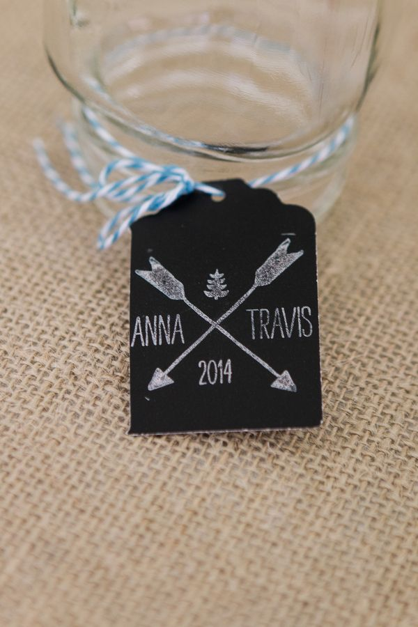 monogramed favor and drink tags   Photo by Dan and Melissa Photography