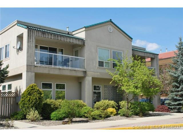 Beautiful condo, fully furnished, and right across from McGuire Lake, steps to town.
