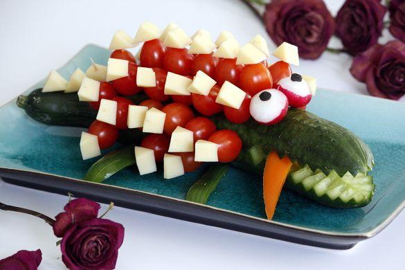 Barnmat | Kalasmat | Gurk-krokodil med tomater och ost