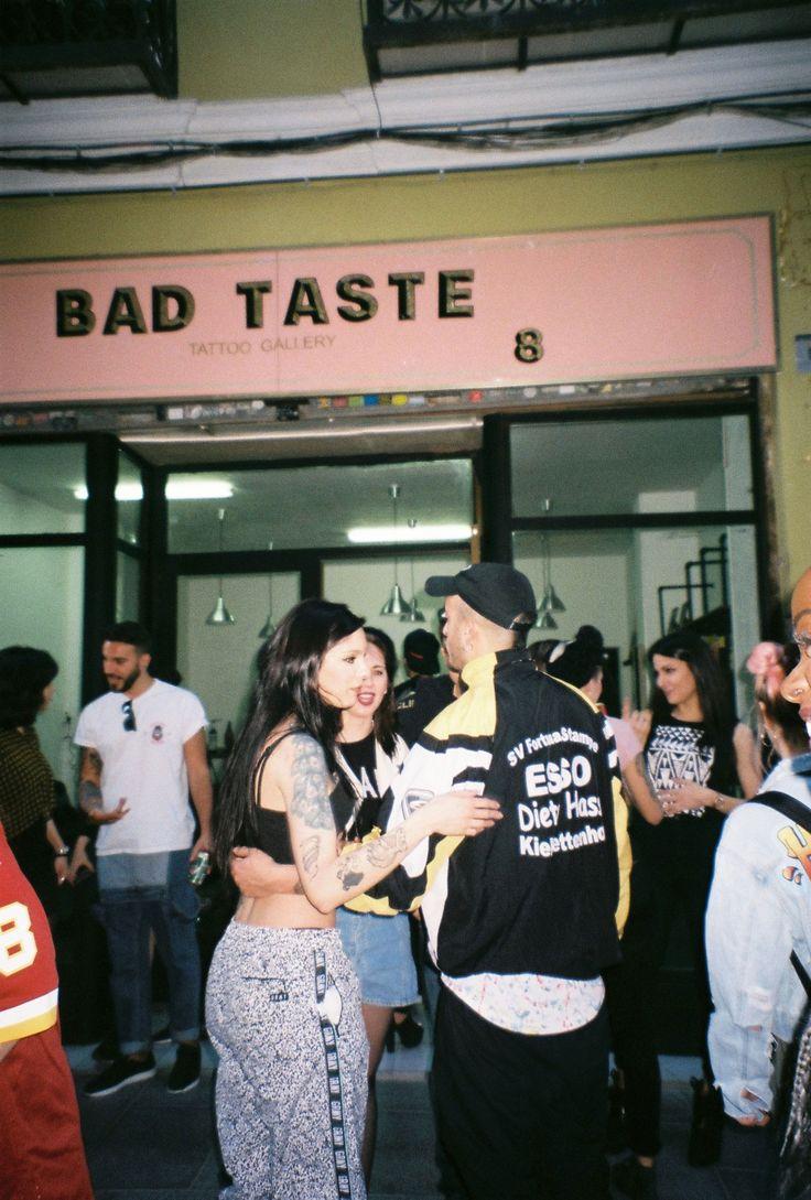 El pasado domingo estuvimos en la fiesta de inauguración de Bad Taste, rodeadas de amigos, buena música, cerveza y chupitos de Jagger!